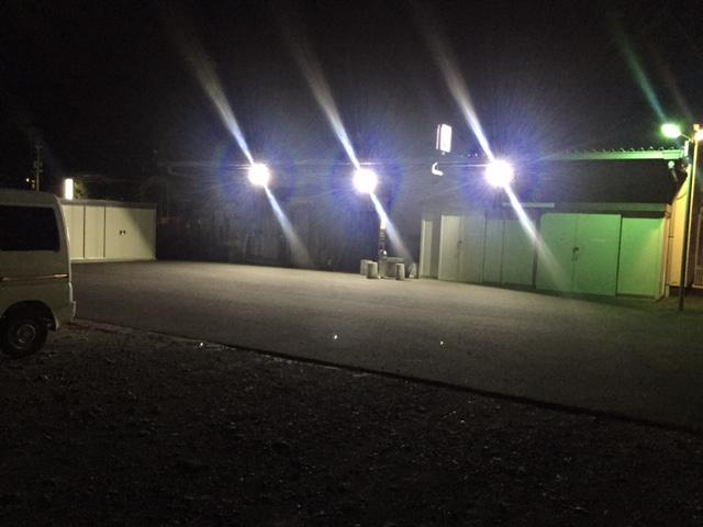 倉庫設置投光器(50w)夜間点灯時
