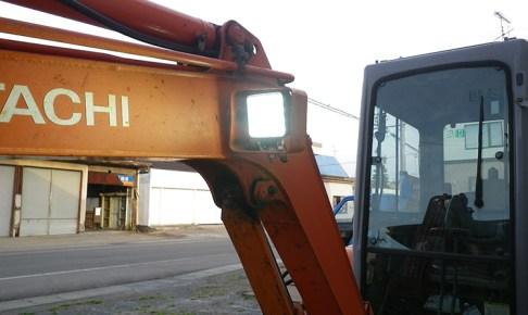 日立パワーショベル・48w作業灯設置写真