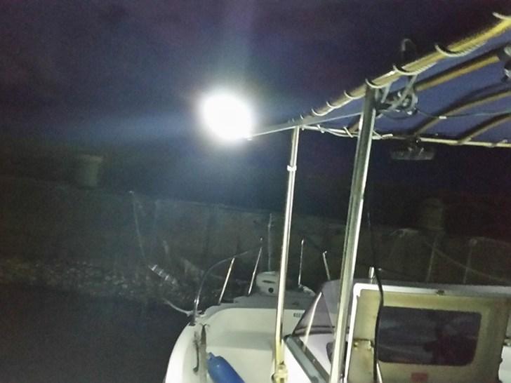 角パイプ作業灯・船舶設置写真