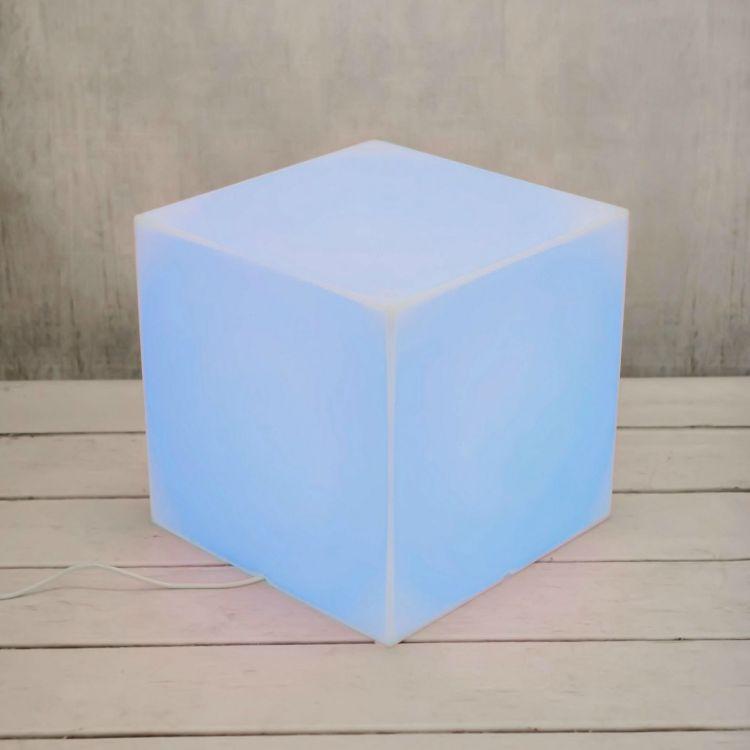 Świecący stolik - kreatywny i praktyczny sposób na urządzenie pokoju