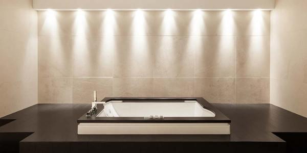 kád-hangulatvilágítás-600x300 Led hangulatvilágítás a fürdőszobába ötletek Tippek