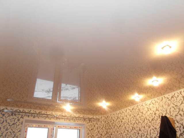 Замена натяжного потолка в комнате