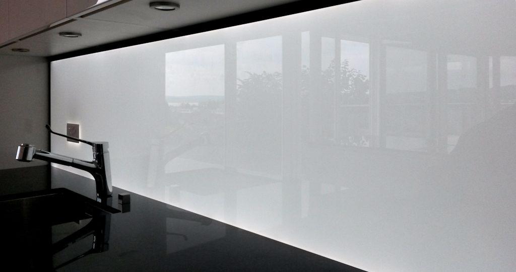 Kchenrckwand homogen hinterleuchtetes Glas mit LED