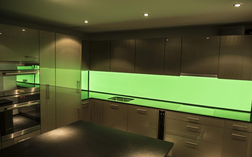 Plexiglas Beleuchtet An Der Wand Indirekte Led Beleuchtung Mit Lichtvouten Und Led Spots