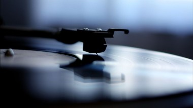 vinyl-record-being-played-328842