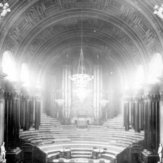 The Leeds Town Hall organ as it was in 1925.