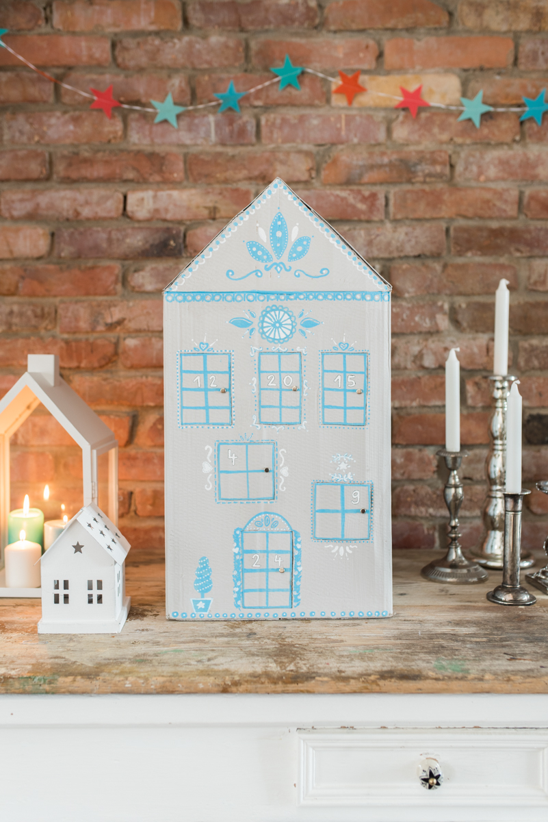 DIY - upcycling Adventskalender-Haus - Leelah Loves