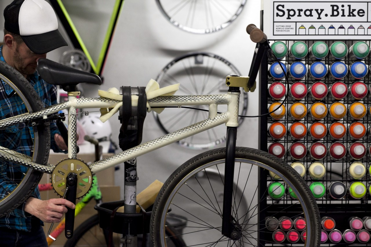 Spray Bike Aerosol Spray Paint Can 400ml Leeli Cycles