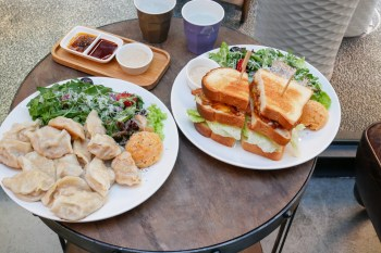 台北行天宮站不限時咖啡店 SMOR GAFE時墨咖啡  份量豐盛的三明治和煎餃特餐