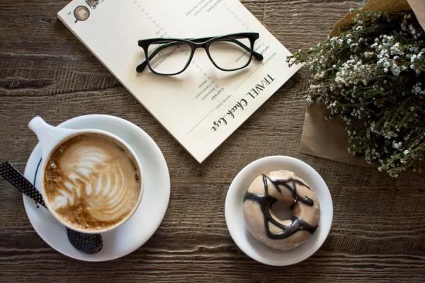 leesbril met menu kaart