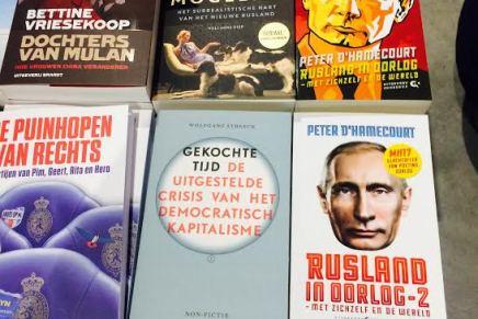 """Van Stockum Den Haag, Wolfgang Streeck, Gekochte Tijd, vooraan tussen """"veelkleurige"""" boeken"""