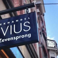 boekhandel livius de zevensprong, tilburg https://www.liviusdezevensprong.nl/