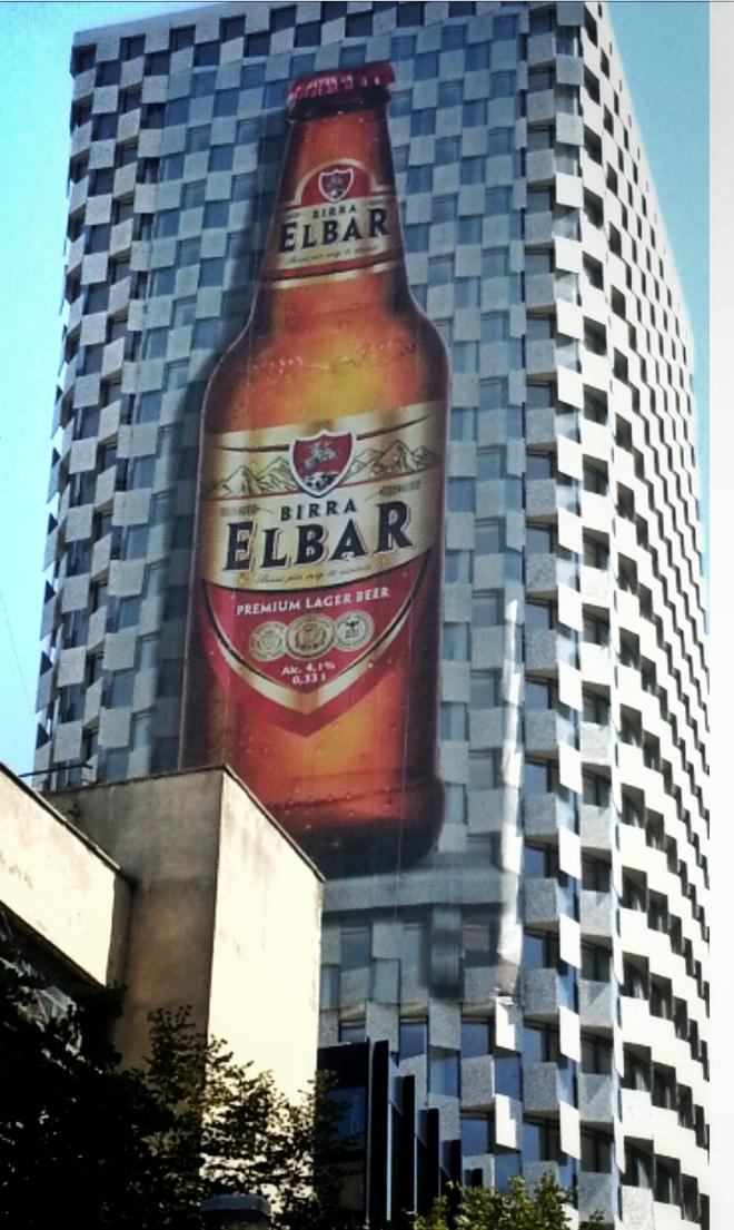 albanien-tirana-elbar-werbung-hochhaus