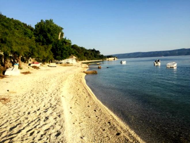 omis-krostien-flacher-strand
