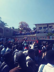 Des élèves de la commune de Carrefour exigent la libération de Joachim Géraldine