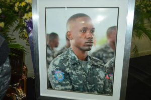 Haïti-Nécrologie  :  Émouvantes funérailles du policier Patrick Anozard