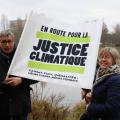 """""""En route pour la justice climatique"""", les pancartes étaient de sorties lors de la marche. Photo : Lisa Hervé"""
