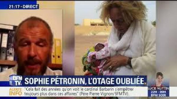 Comme ici en direct sur BFMTV, Sébastien Chadaud-Pétronin interpelle régulièrement le gouvernement français pour libérer sa mère Sophie Pétronin (à droite). Capture d'écran site BFMTV.