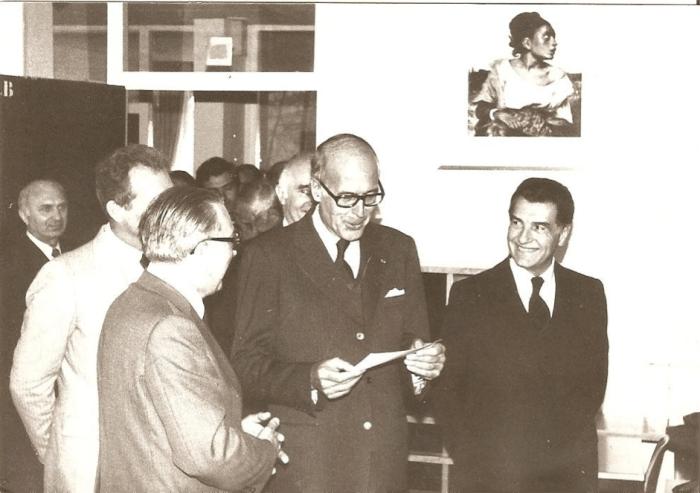 En 1965, Giscard d'Estaing, lors d'une visite en classe de FS. Photo : Lycée International Alumni