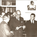 En 1965, Giscard d'Estaing, lors d'une visite en classe de FS. Photo : Lycée International Alumni