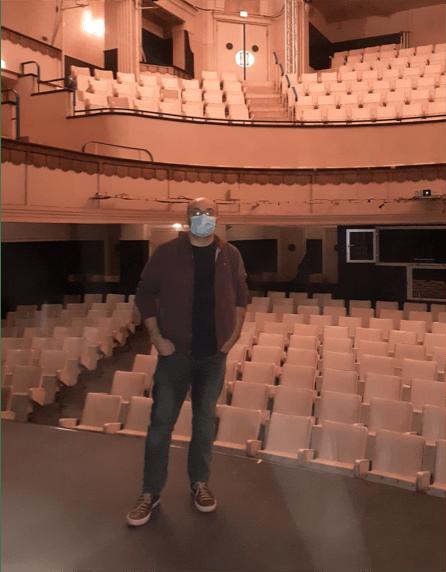 Karim Boulhaya devant les tribunes de l'opéra de Vichy, le 1er décembre 2020. Photo : Clément Gazarian