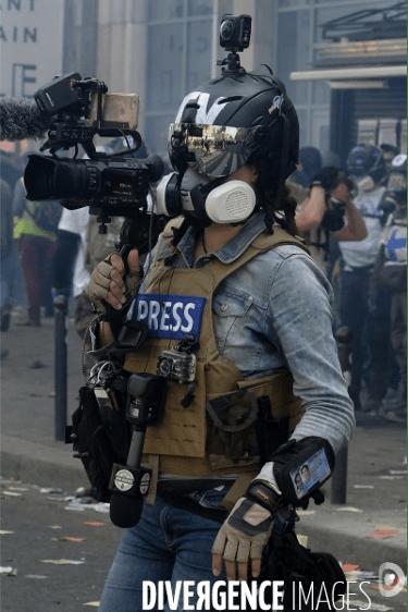 Nicolas Winckler, journaliste pour RT France, lors de l'acte 70 des Gilets Jaunes à Paris le 14 mars 2020. Photo : Louis Colmagne / Hans Lucas