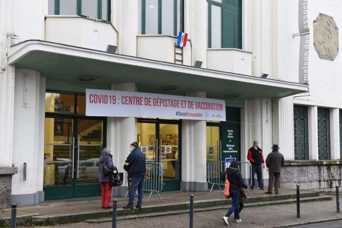 Les volontaires viennent se faire vacciner à la Maison des associations de Vichy pour la campagne vaccinale. Photo : Ville de Vichy