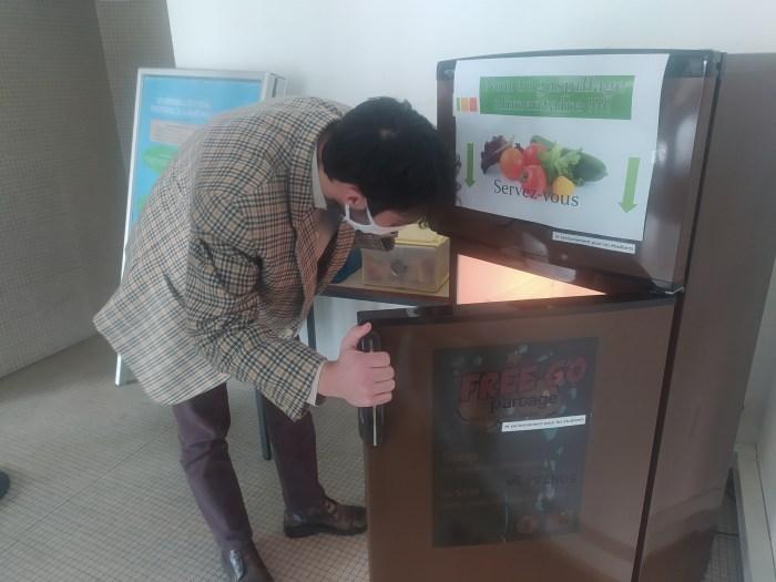 Un étudiant utilise le FreeGo Partage du pôle Lardy (Photo : Ornella GACHE)