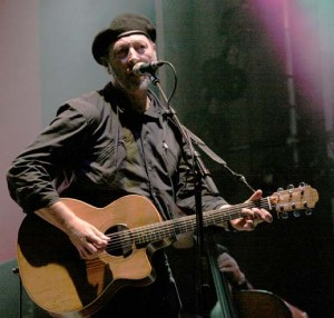 Richard_Thompson_-_Cropredy_2005_2