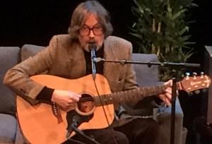Jarvis Cocker avmystifiserte låtskriverfaget på Bylarm sist helg - Det ekstraordinære ligger i det ekstra ordinære, hevdet briten. (Foto: Leif Gjerstad)