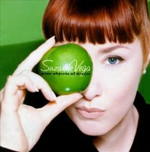 Tolv låter om «Nine objets of desire» på Suzanne Vegas nye plate. (Platecover)
