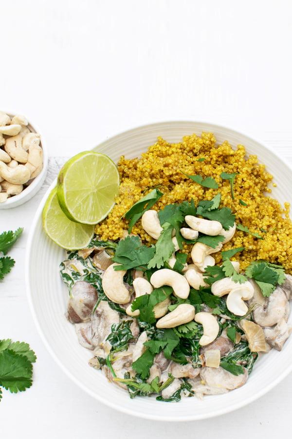 Poêlée crémeuse champignons épinards sur lit de quinoa [végétalien] [sans gluten] © Le Flexitarien - Annabelle Randles : The Flexitarian : Le Flexitarien