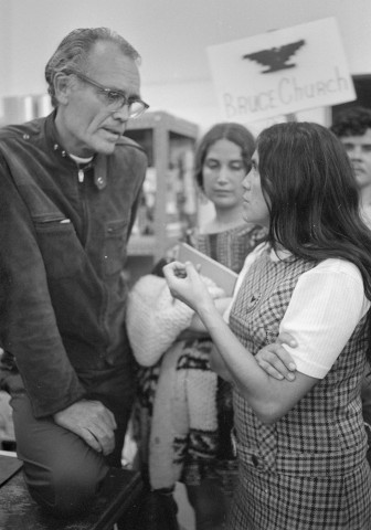 Fred Ross meets with Dolores Huerta in 1972.