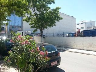"""Οικόπεδο χαρακτηρισμένο εδώ και 7 χρόνια σαν """"χώρος πρασίνου"""" μυστηριωδώς λειτουργεί ως ιδιωτικό πάρκινγκ για φορτηγά"""