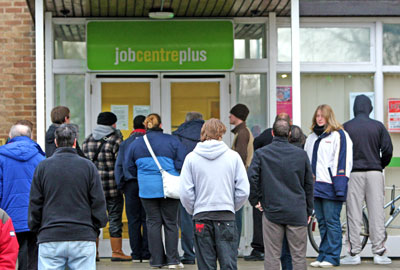 https://i0.wp.com/leftunity.org/wp-content/uploads/2014/08/unemployed_queue_benefits_DWP.jpg