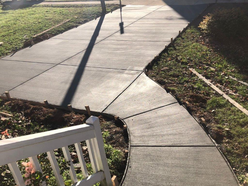 concrete-walkway-to-driveway