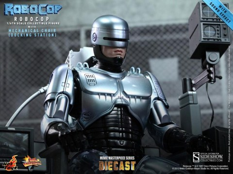 902057-robocop-with-mechanical-chair-010