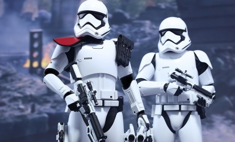 star-wars-first-order-stormtrooper-officer-stormtrooper-set-sixth-scale-hot-toys-feature-902604
