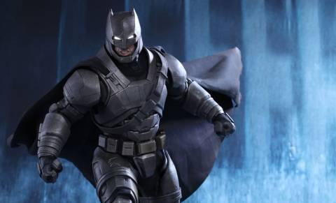 batman-v-superman-armored-batman-sixth-scale-hot-toys-feature-902645