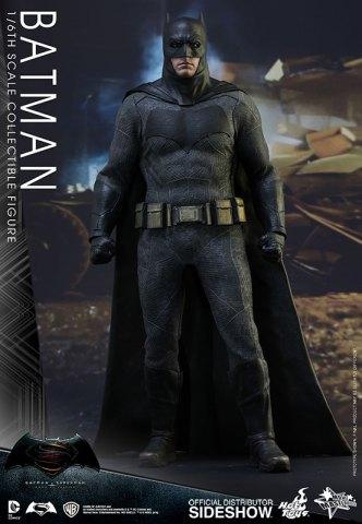 dc-comics-batman-sixth-scale-betman-v-superman-hot-toys-902618-02
