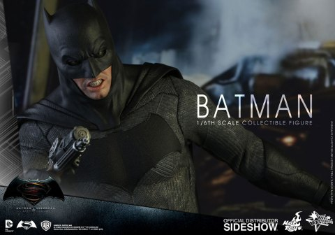 dc-comics-batman-sixth-scale-betman-v-superman-hot-toys-902618-09