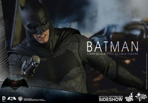 dc-comics-batman-sixth-scale-betman-v-superman-hot-toys-902618-09