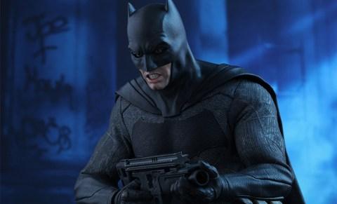dc-comics-batman-sixth-scale-betman-v-superman-hot-toys-feature-902618