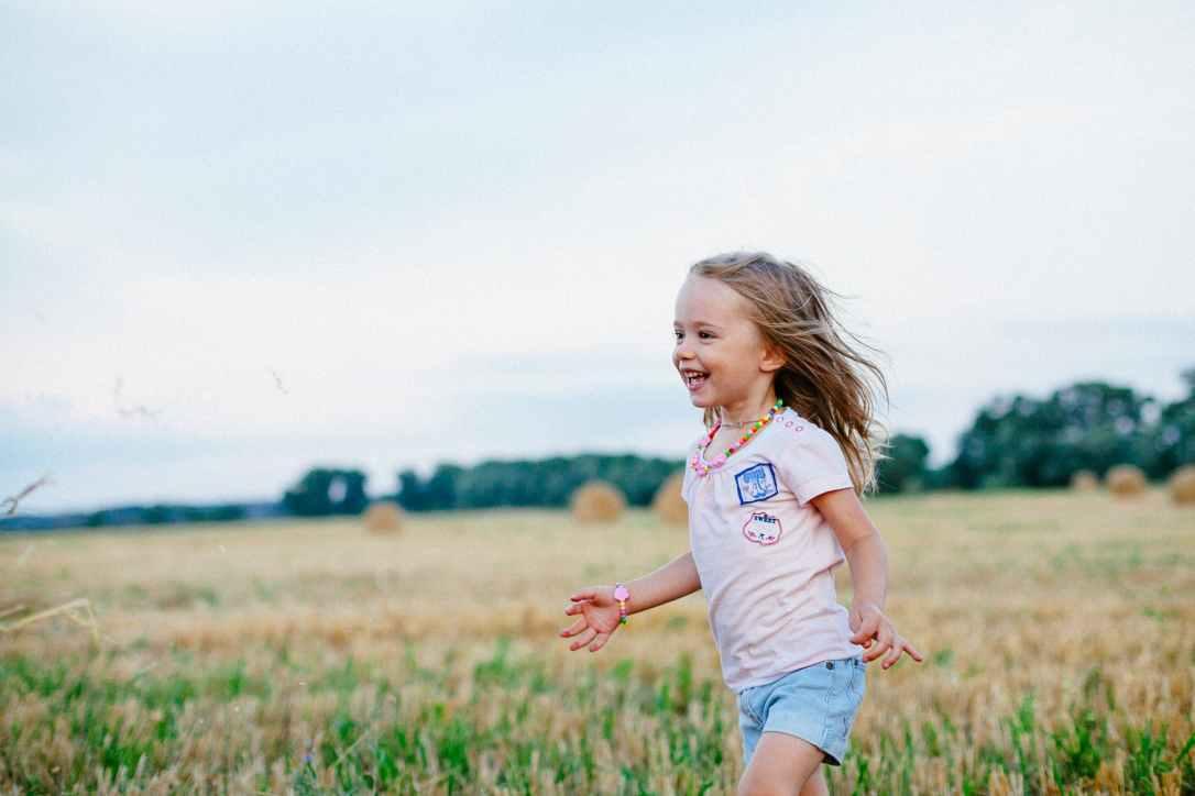 carefree child enjoyment field