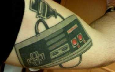 Tatuaggio Nerd - NES Controller - Lega Nerd