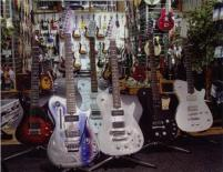 Matthew_Bellamy's_guitars,_head-on