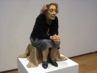 Ron Mueck - Seated woman, Ron Mueck