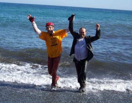 Lino Ratto con l'organizzatore della gara (che aveva il cellulare in tasca)