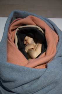 Ron Mueck - man in blankets