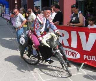 Il torero con la bicicletta snodata (l'unico a saperci salire)